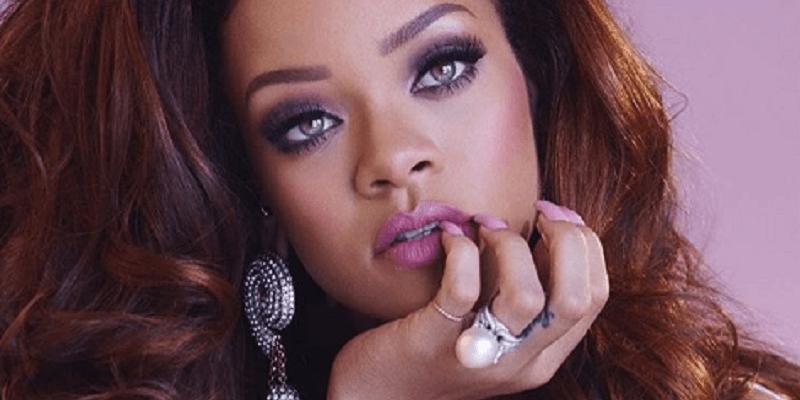 Skandal na Grammy 2017: Rihanna popijała z piersiówki alkohol