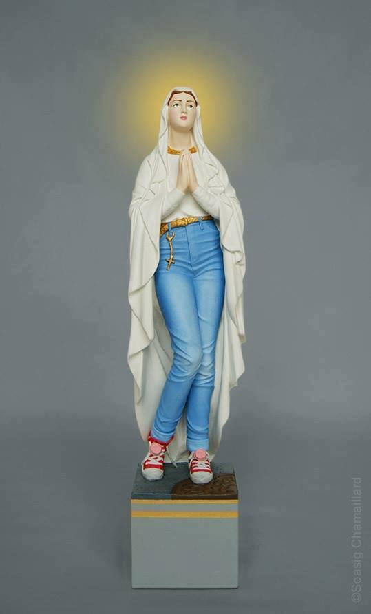 Maryja w dżinsach i trampkach