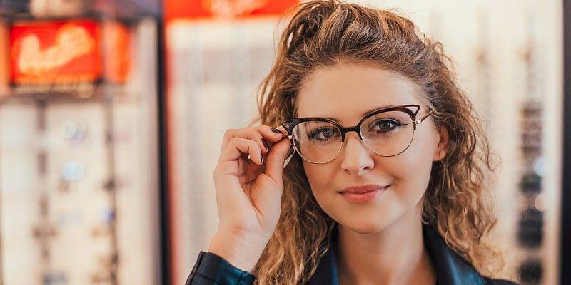 0ec76fc6ab7131 Najmodniejsze okulary korekcyjne na 2018 rok – 8 naszych typów