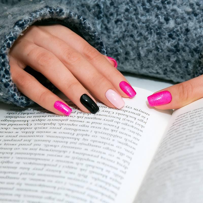 paznokcie brokatowe
