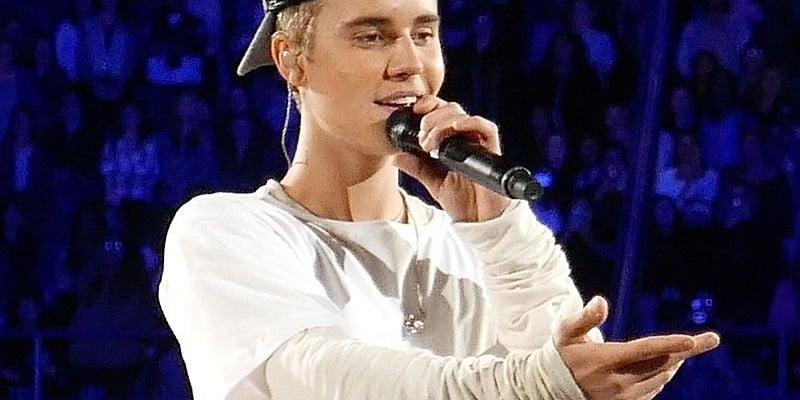 Justin Bieber prosi fanów, by wybrali garnitur na ślub!