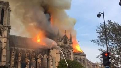 Francuski miliarder przekazał 100 mln euro na odbudowę Notre Dame